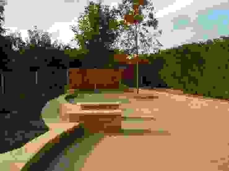 MAYFAIR SANDSTONE PAVING BARTON FIELDS PATIO & LANDSCAPE CENTRE Mediterranean style garden Sandstone Beige