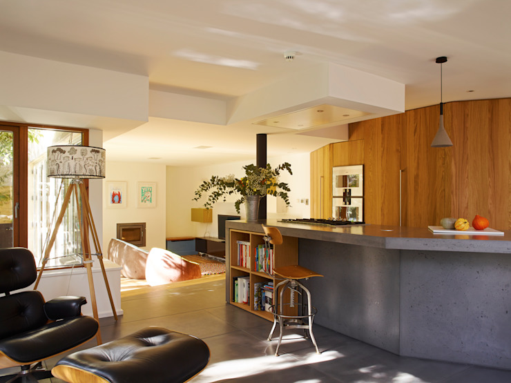 Interior refurbishment to a modern house Modern Kitchen by Holloways of Ludlow Bespoke Kitchens & Cabinetry Modern Solid Wood Multicolored
