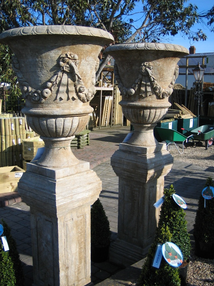 NATURAL STONE URNS Classic style garden by BARTON FIELDS LANDSCAPING SUPPLIES Classic Limestone