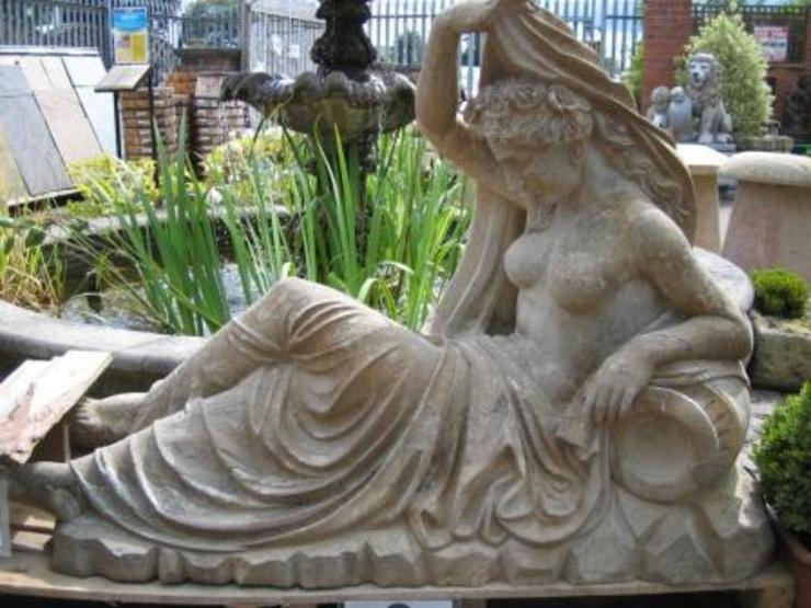 THE RECLINING LADY Classic style garden by BARTON FIELDS LANDSCAPING SUPPLIES Classic Limestone
