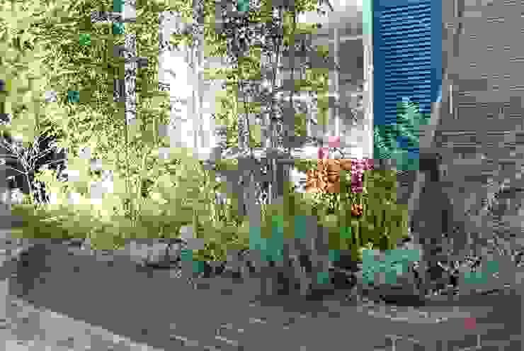 花壇の植栽 オリジナルな 庭 の LUFF オリジナル