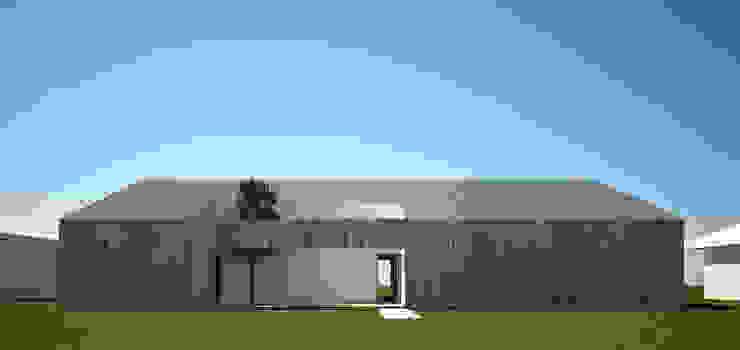DOM ADAMA Minimalistyczne domy od PROSTO ARCHITEKCI Minimalistyczny Drewno O efekcie drewna