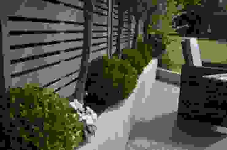 THE MILAN CONTEMPORARY PANEL Jardins modernos por BARTON FIELDS LANDSCAPING SUPPLIES Moderno Madeira Efeito de madeira