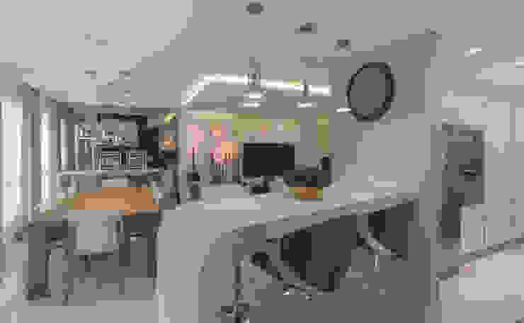 Uma curva na mesmice Salas de jantar modernas por Monique Pedruzzi Arquitetura + Interiores Moderno Pedra