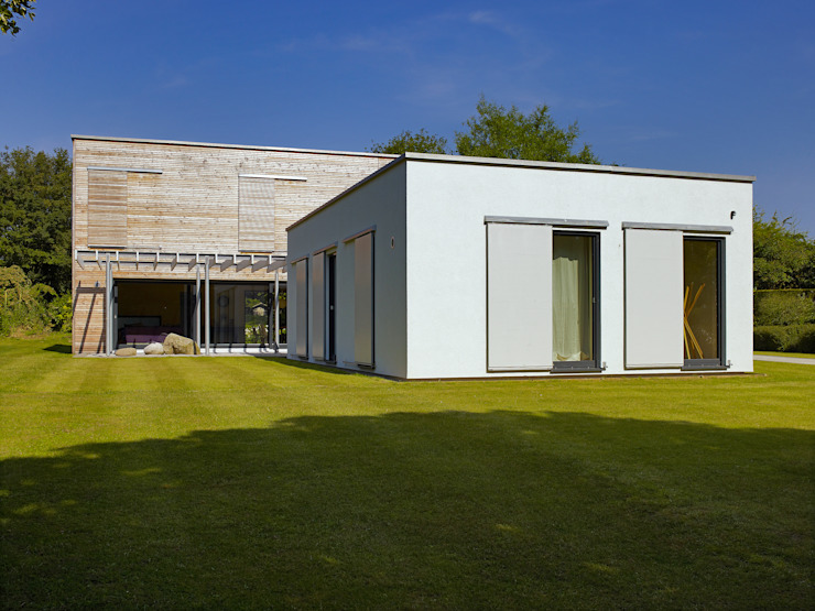 Exteriors Nowoczesne domy od Baufritz (UK) Ltd. Nowoczesny