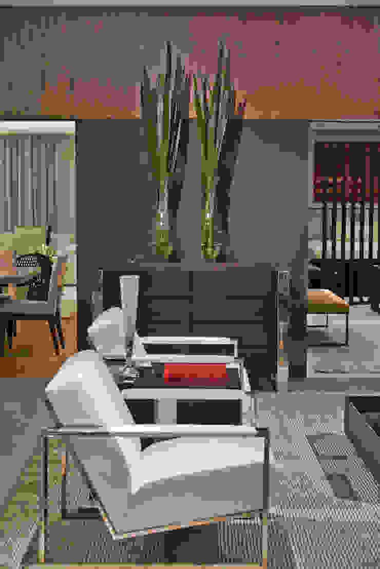 detalhe - lounge Salas de estar modernas por rafael egg arquitetura Moderno Madeira Efeito de madeira