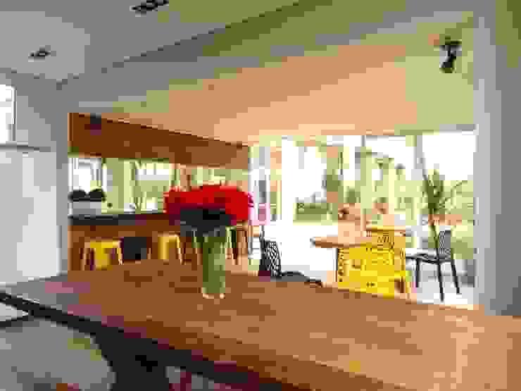 ESPAÇO GOURMET Casas modernas por Daniela Simões Arquitetura e Interiores Moderno Madeira Efeito de madeira