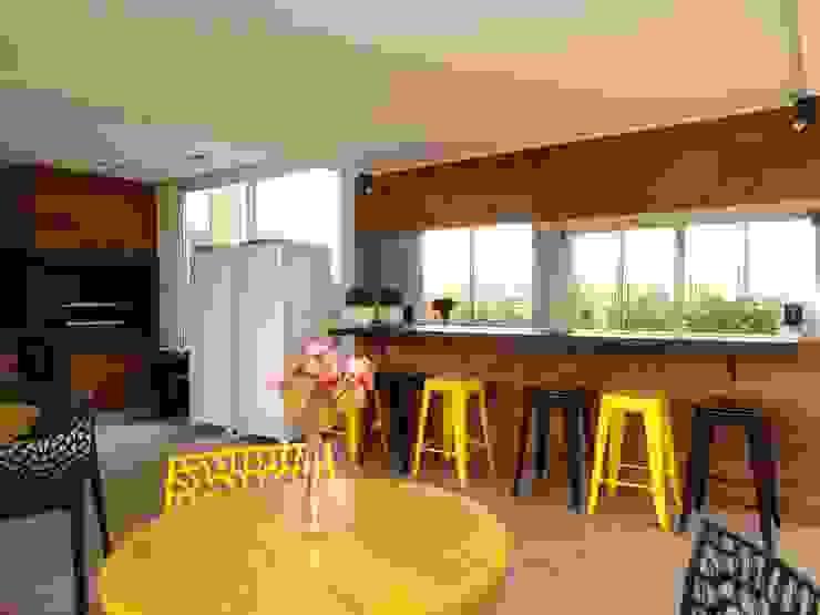 ESPAÇO GOURMET Varandas, alpendres e terraços modernos por Daniela Simões Arquitetura e Interiores Moderno Madeira Efeito de madeira