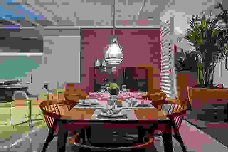 Cozinha Gourmet Salas de jantar modernas por M.A.I.S. - Management. Architecture.Interior. Solutions Moderno Madeira Efeito de madeira