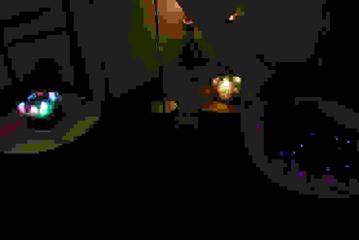 전시 Installation view: 글로리홀 GLORYHOLE LIGHT SALES의 현대 ,모던