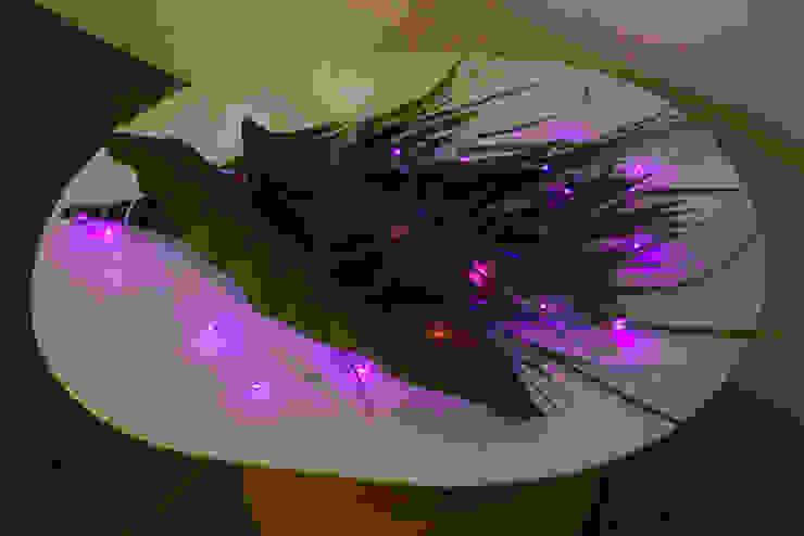반딧불이뱀 Installation view: 글로리홀 GLORYHOLE LIGHT SALES의 에클레틱 ,에클레틱 (Eclectic)