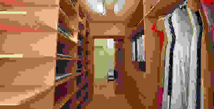 Spogliatoio moderno di Maxma Studio Moderno