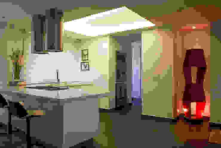 Casa Restrepo Cocinas modernas de Maria Mentira Studio Moderno