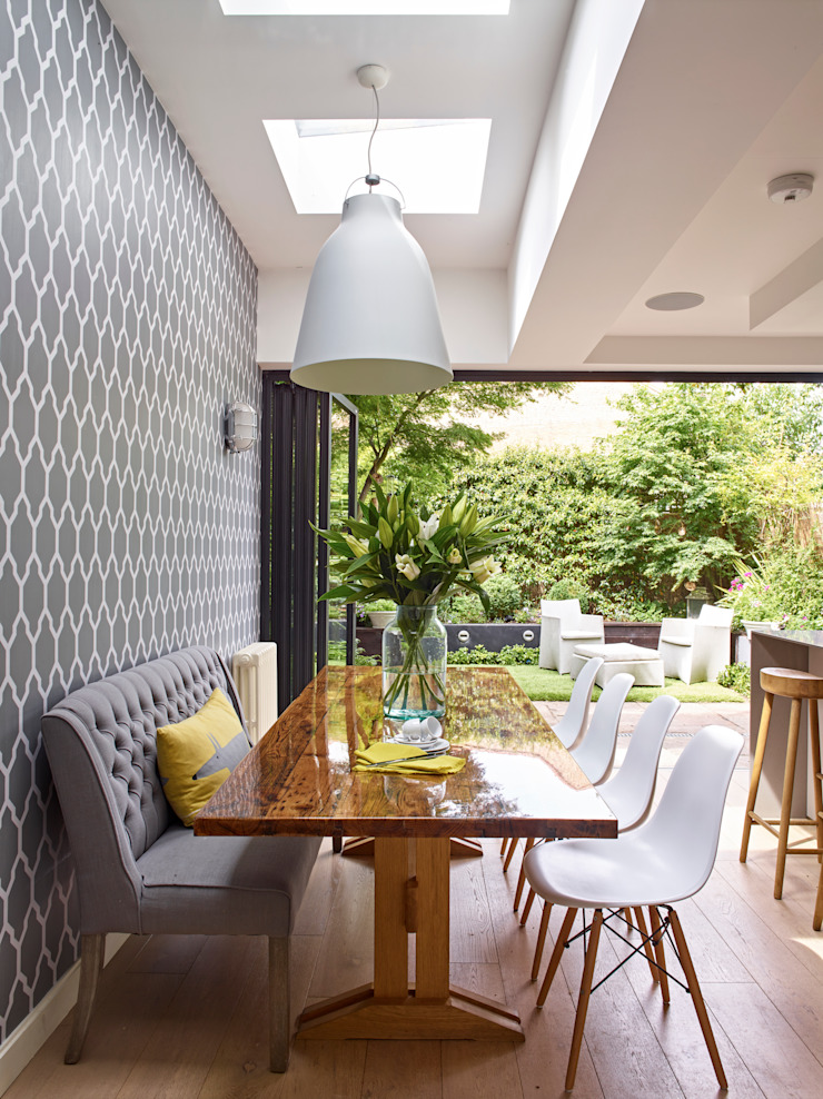 Dining area with garden view: modern  by Holloways of Ludlow Bespoke Kitchens & Cabinetry, Modern Solid Wood Multicolored