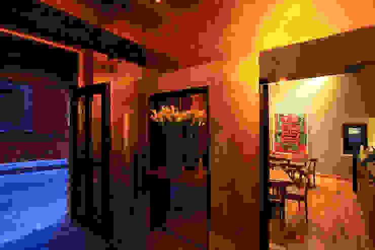 Pasillos, vestíbulos y escaleras de estilo moderno de Germán Velasco Arquitectos Moderno