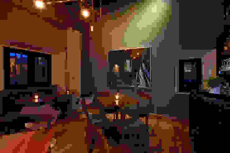 Modern dining room by Germán Velasco Arquitectos Modern