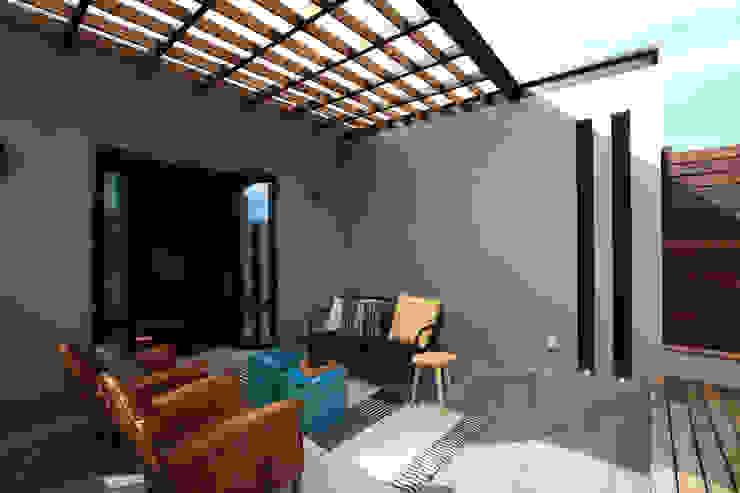 Balcones y terrazas de estilo moderno de Germán Velasco Arquitectos Moderno