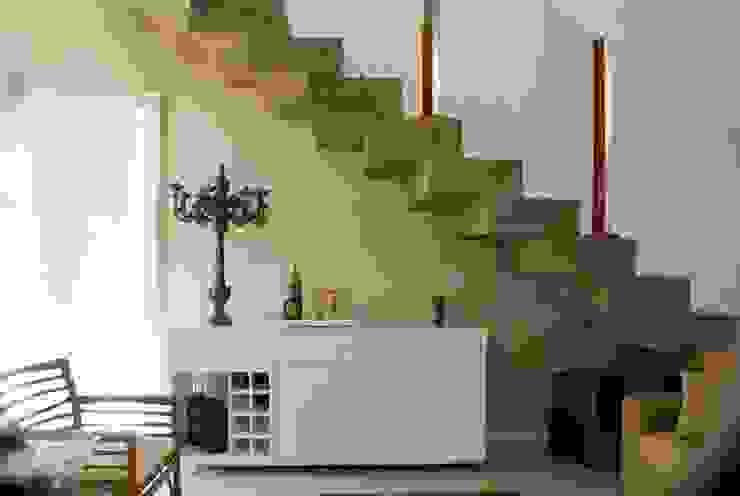 Escada Corredores, halls e escadas modernos por WB Arquitetos Associados Moderno Concreto