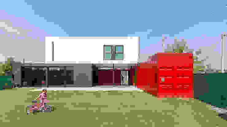 Casas estilo moderno: ideas, arquitectura e imágenes de estudioscharq Moderno