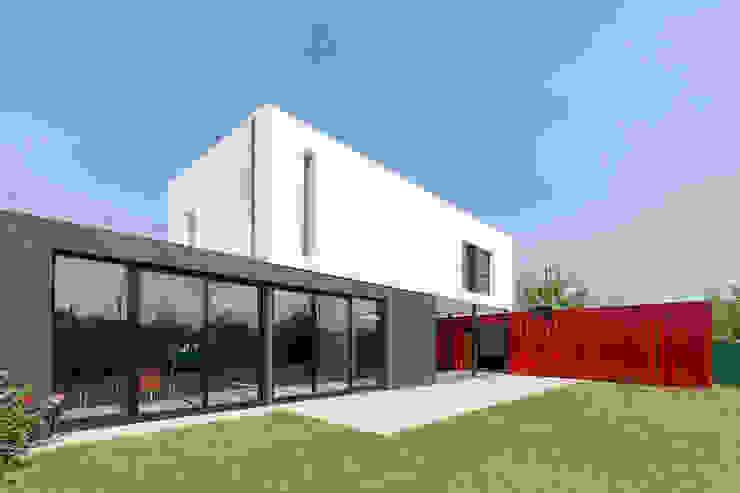 現代房屋設計點子、靈感 & 圖片 根據 estudioscharq 現代風