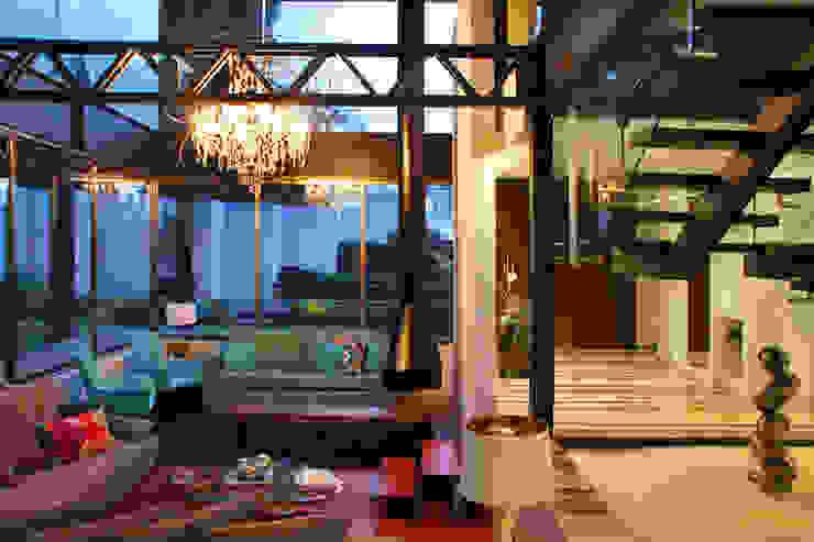 Casa Begalg Pasillos, vestíbulos y escaleras modernos de DIN Interiorismo Moderno