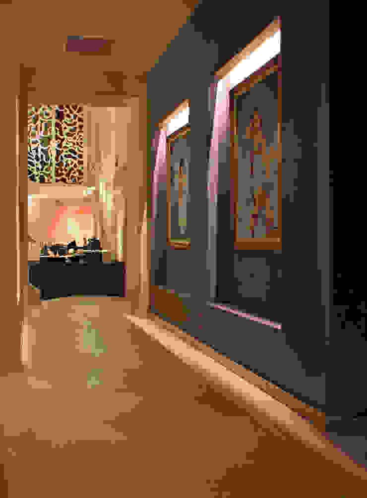 Casa Uliva Pasillos, vestíbulos y escaleras modernos de DIN Interiorismo Moderno
