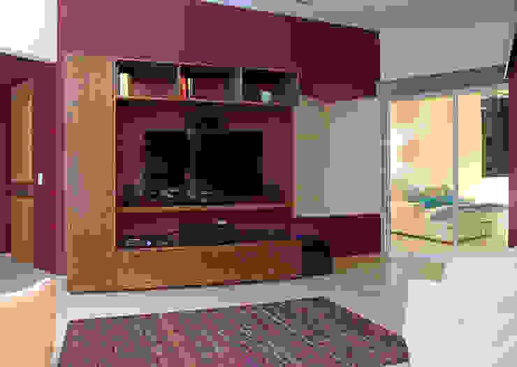 Casa Uliva Salas multimedia modernas de DIN Interiorismo Moderno