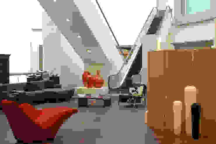 Casa Palacio Pasillos, vestíbulos y escaleras modernos de DIN Interiorismo Moderno