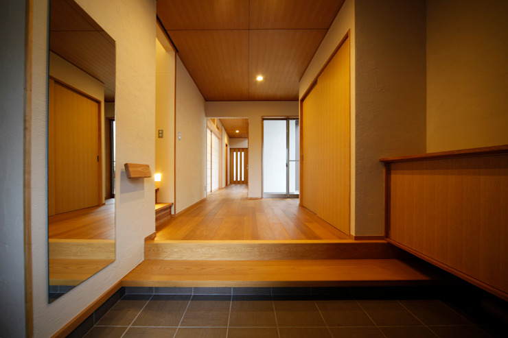 Couloir, entrée, escaliers asiatiques par AMI ENVIRONMENT DESIGN/アミ環境デザイン Asiatique
