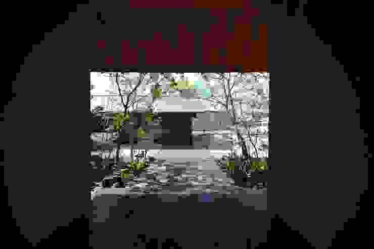 house N モダンな 窓&ドア の Snowdesignoffice モダン