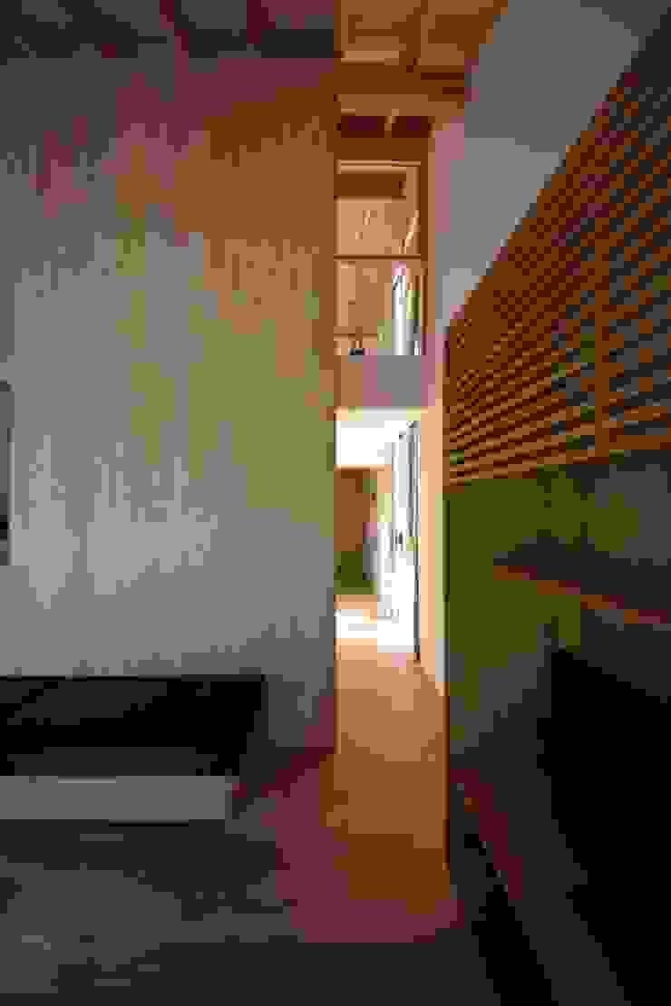 house N モダンスタイルの 玄関&廊下&階段 の Snowdesignoffice モダン