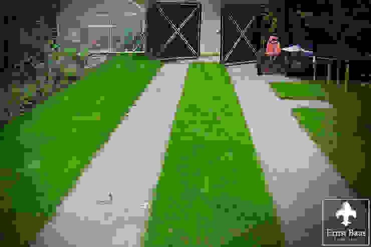 Entree in het groen Klassieke tuinen van Ernst Baas Hoveniers B.V. / Ernst Baas Tuininrichting B.V. Klassiek