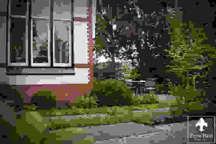 Oase van groen.. Klassieke tuinen van Ernst Baas Hoveniers B.V. / Ernst Baas Tuininrichting B.V. Klassiek