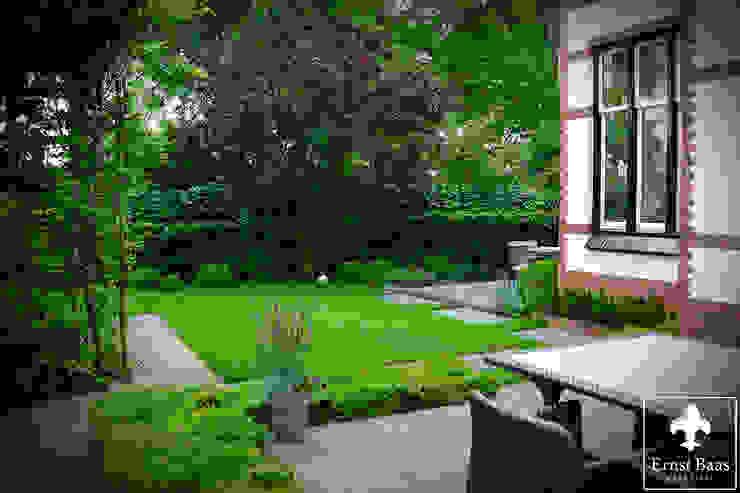클래식스타일 정원 by Ernst Baas Hoveniers B.V. / Ernst Baas Tuininrichting B.V. 클래식