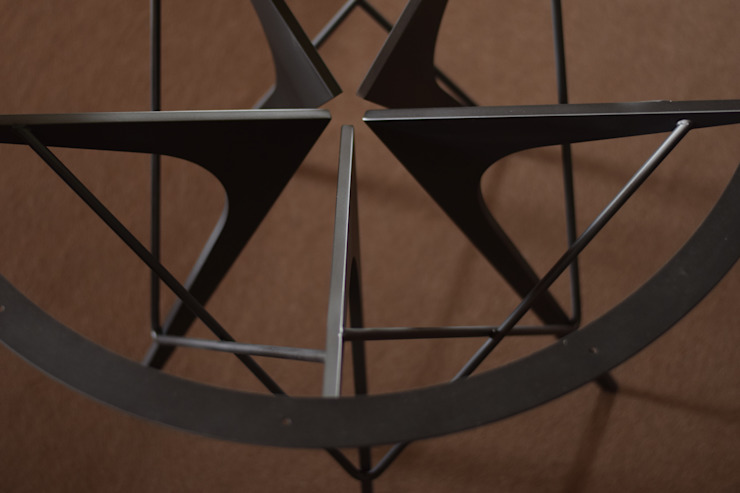 脚部の詳細(上から) モダンデザインの ダイニング の 注文家具屋 フリーハンドイマイ モダン 鉄/鋼