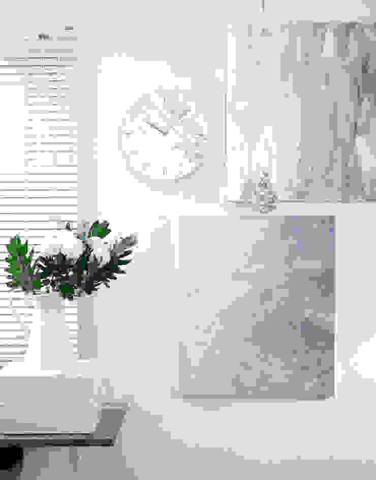 dclock big marble black&white: maketen의 현대 ,모던