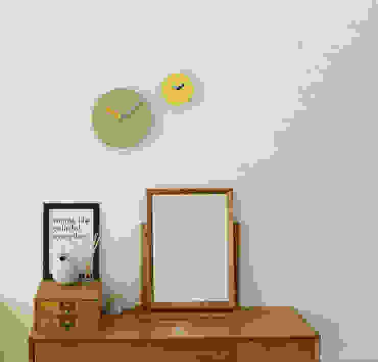 dclock gray & sky gray & beige & yellow: maketen의 현대 ,모던