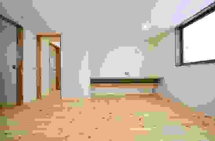 米沢・徳町の家 モダンスタイルの寝室 の 清建築設計室/SEI ARCHITECT モダン