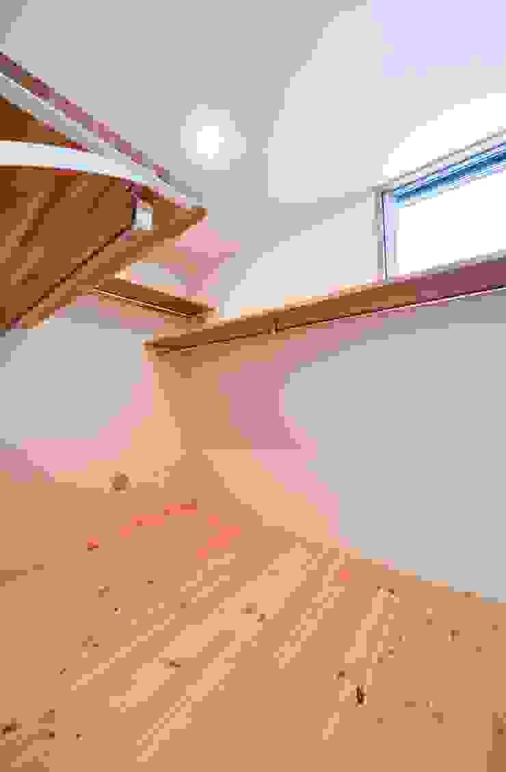 米沢・徳町の家 モダンデザインの ドレッシングルーム の 清建築設計室/SEI ARCHITECT モダン