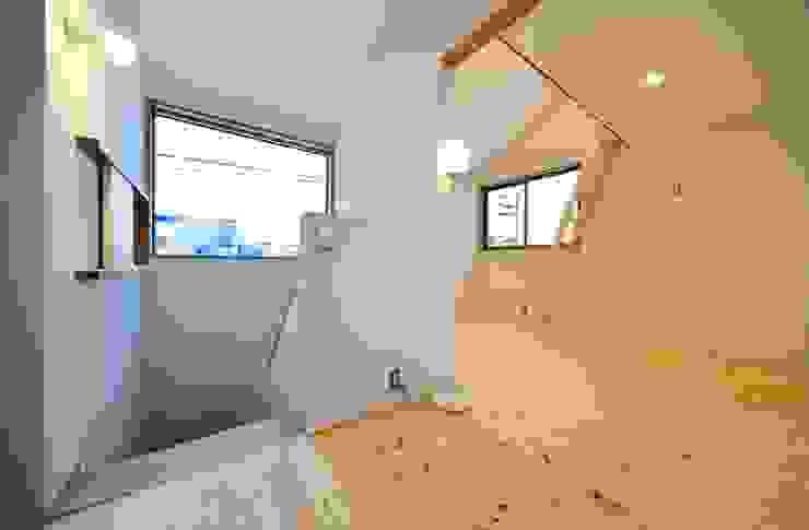 米沢・徳町の家 モダンスタイルの 玄関&廊下&階段 の 清建築設計室/SEI ARCHITECT モダン