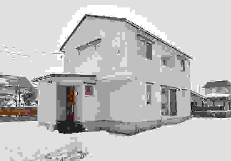 米沢・徳町の家 モダンな 家 の 清建築設計室/SEI ARCHITECT モダン