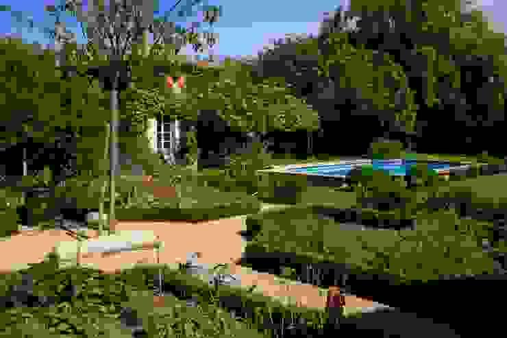 Jardin champêtre Jardin méditerranéen par CONCEPTUELLES PAYSAGE ET DECORATION Méditerranéen