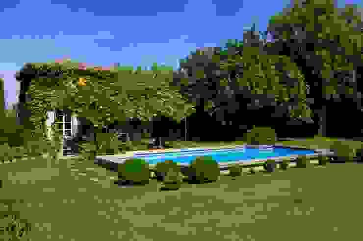Jardin champêtre: Jardin de style  par CONCEPTUELLES PAYSAGE ET DECORATION, Méditerranéen