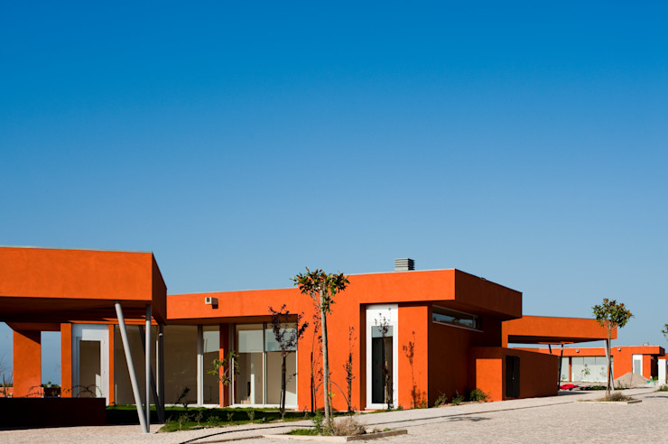 X House, Bom Sucesso, Design Resort, Leisure & Golf, Óbidos: Casas  por Atelier dos Remédios,
