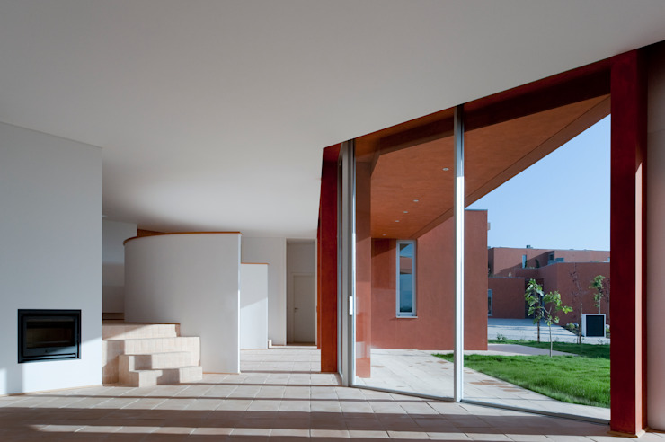 X House, Bom Sucesso, Design Resort, Leisure & Golf, Óbidos Salas de estar mediterrânicas por Atelier dos Remédios Mediterrânico