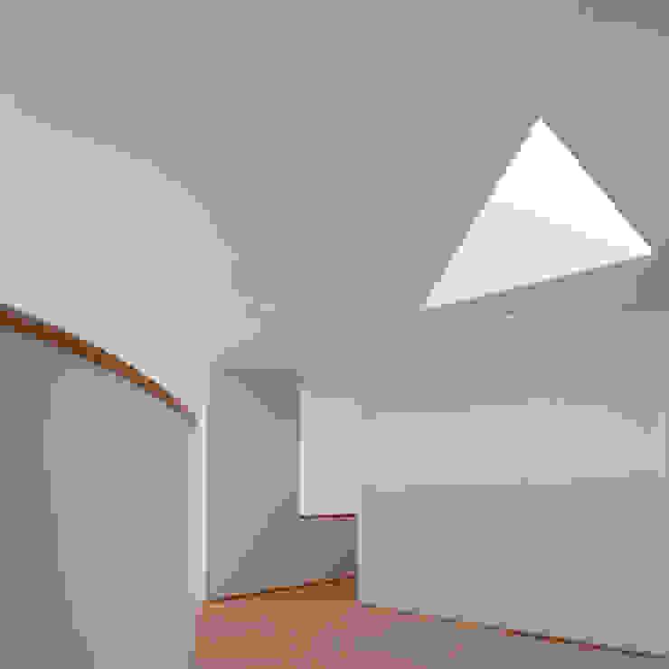 X House, Bom Sucesso, Design Resort, Leisure & Golf, Óbidos: Corredores e halls de entrada  por Atelier dos Remédios,