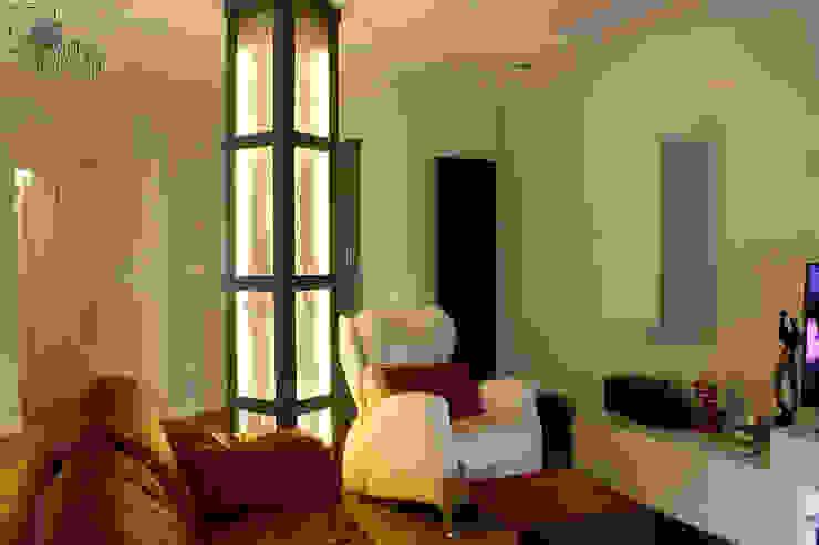 Vivienda Ciudades Salones de estilo moderno de Danma Design Moderno Hierro/Acero