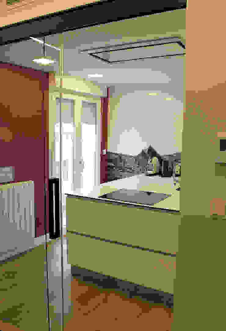 Modern kitchen by Danma Design Modern Ceramic