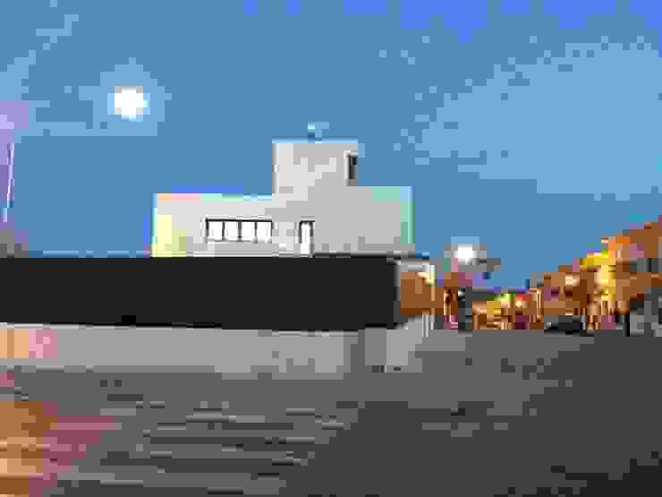 CASA AVENIDA DE LOS DEPORTISTAS Casas de estilo moderno de AFG ARQUITECTOS Moderno