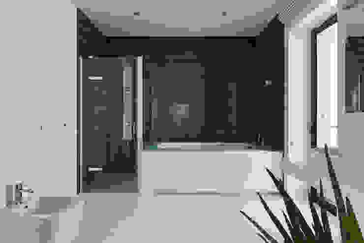 Salle de bain minimaliste par Анна и Станислав Макеевы Minimaliste